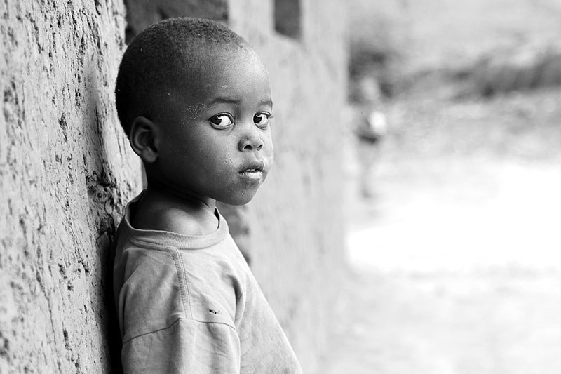Afrikanischer Waisenjunge